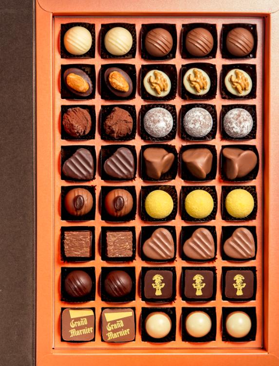 Image of Aeschbach Chocolatier Fibel Pralinés & Truffes (63 Stück)